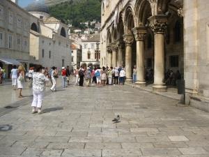 Fatada cu  coloane a Palatului Rectorului