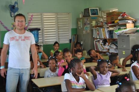 Republica Dominicana -Eco Caribe Tour-vizita la o scoala din zona Bavaro